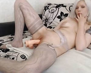 Hot blonde masturbate and cum